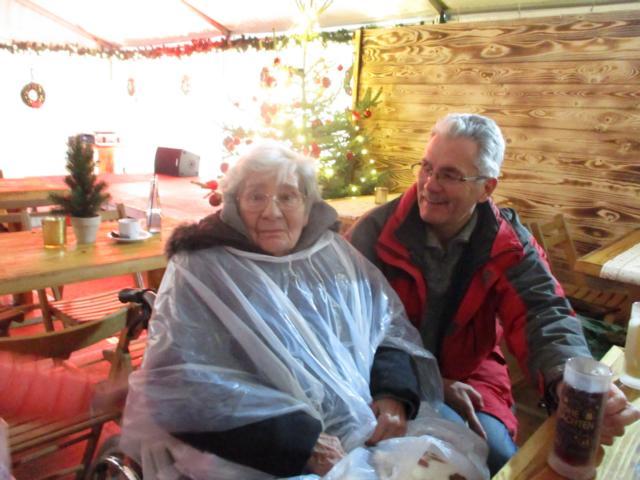 Besuch Auf Dem Weihnachtsmarkt.Zu Besuch Auf Dem Weihnachtsmarkt In Jülich Heinrichs Gruppe