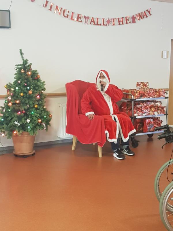 Weihnachtsfeier Kleine Gruppe.Weihnachtsfeier In Der Pro8 Bedburg Heinrichs Gruppe
